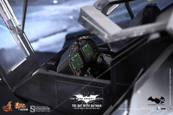 hot-toys-the-bat-sideshow-collectibles-6