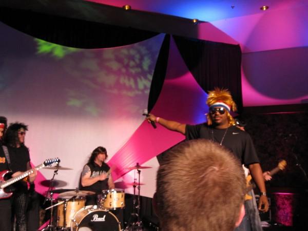 hot_tub_time_machine_lake_tahoe_80s_party_craig_robinson_jesses_girl_02