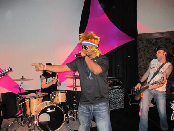 hot_tub_time_machine_lake_tahoe_80s_party_craig_robinson_jesses_girl_08