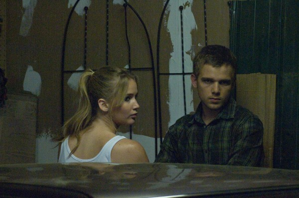 house-at-the-end-of-the-street-jennifer-lawrence-max-thieriot