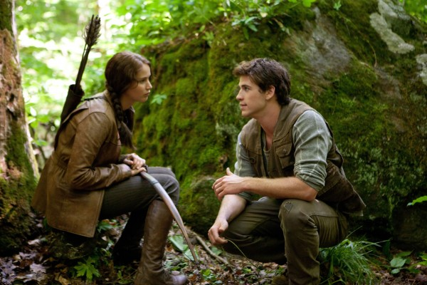 hunger-games-movie-image-jennifer-lawrence-liam-hemsworth-01