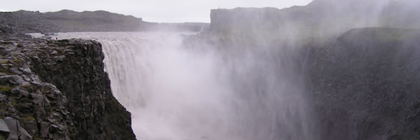 iceland-detifoss-waterfall-slice-01