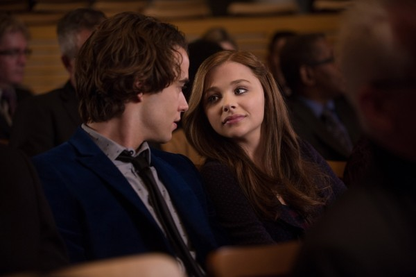 if-i-stay-chloe-moretz-jamie-blackley-5