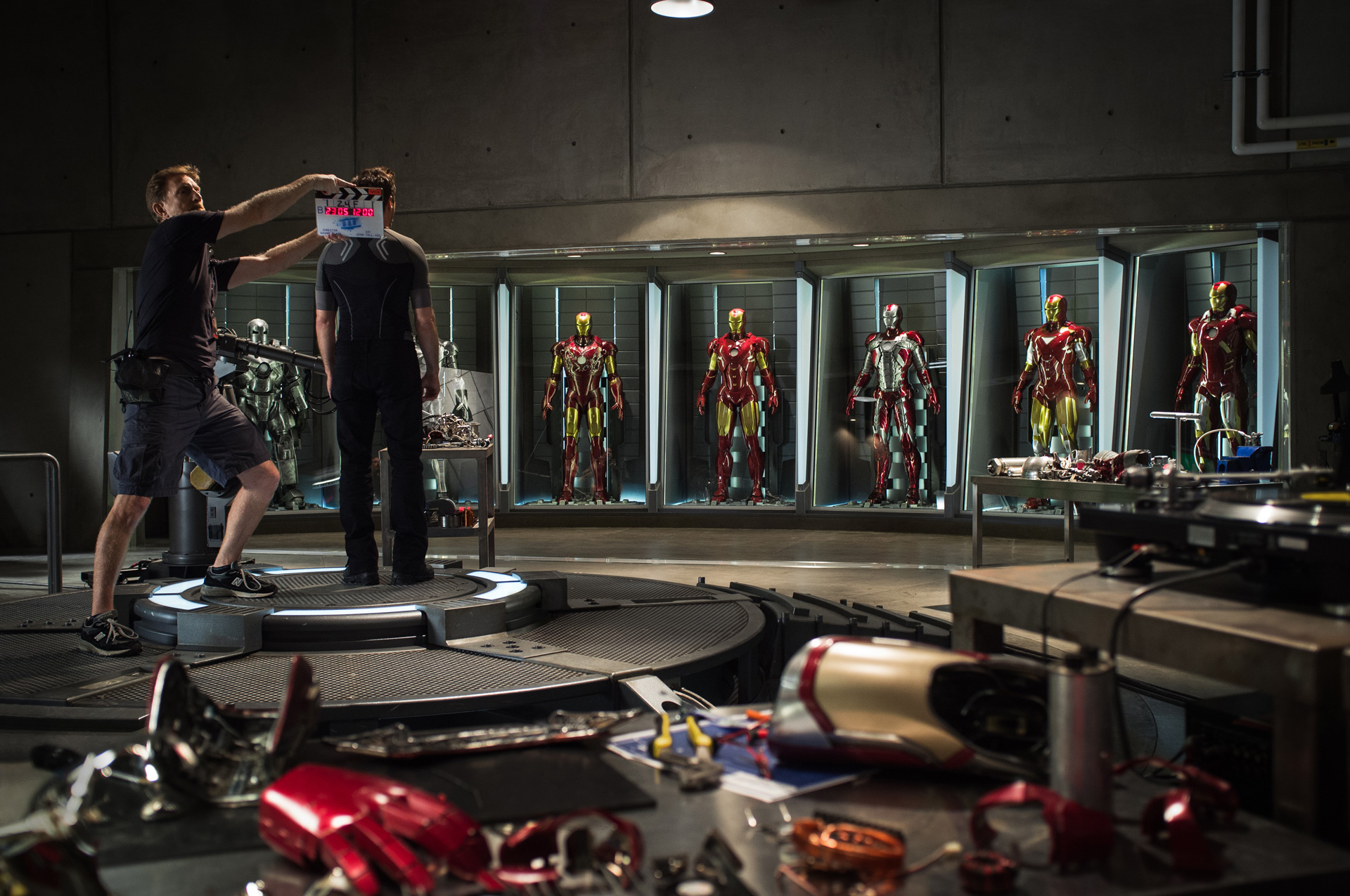 http://collider.com/wp-content/uploads/iron-man-3-movie-image-set-photo1.jpg