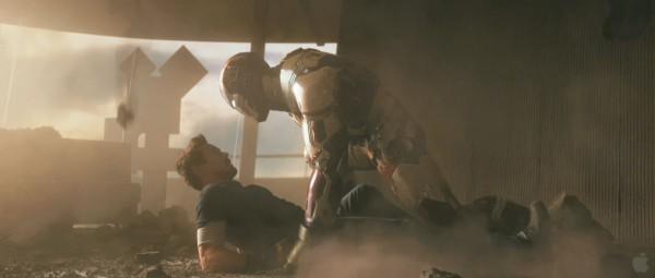 iron-man-3-robert-downey-jr-armor