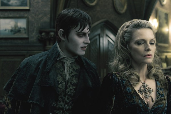 johnny-depp-michelle-pfeiffer-dark-shadows