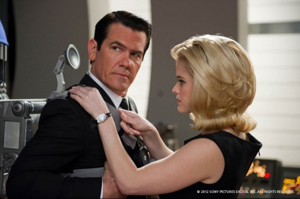 josh-brolin-alice-eve-men-in-black-3