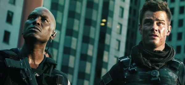 josh-duhamel-tyrese-gibson-transformers-dark-of-the-moon-image