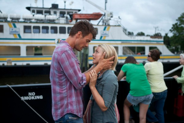 julianne-hough-josh-duhamel-safe-haven