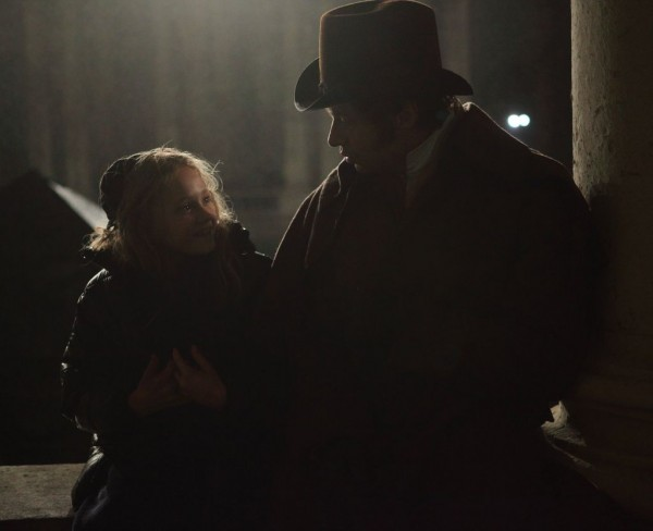 les-miserables-movie-image-isabelle-allen-hugh-jackman
