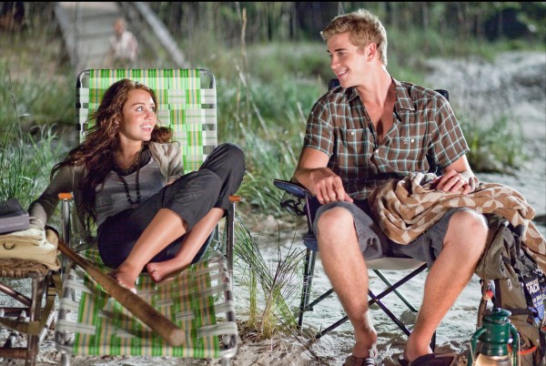 Liam Hemsworth and Miley Cyrus The Last Song movie image