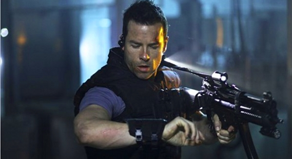 guy-pearce-lockout