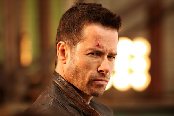 lockout-guy-pearce