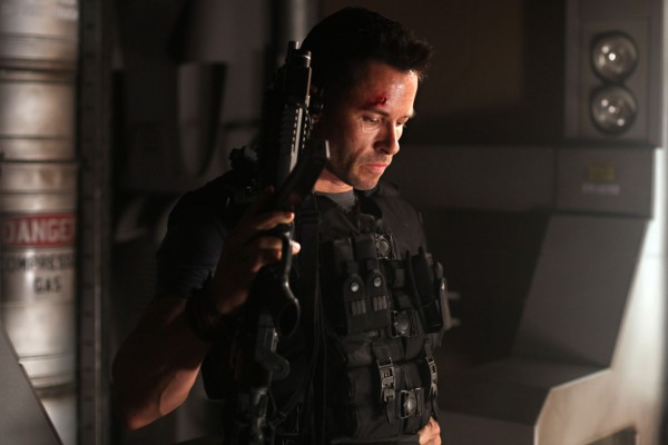 lockout-movie-image-guy-pearce