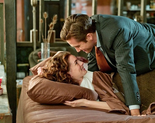 love-and-other-drugs-movie-image-anne-hathaway-jake-gyllenhaal-02