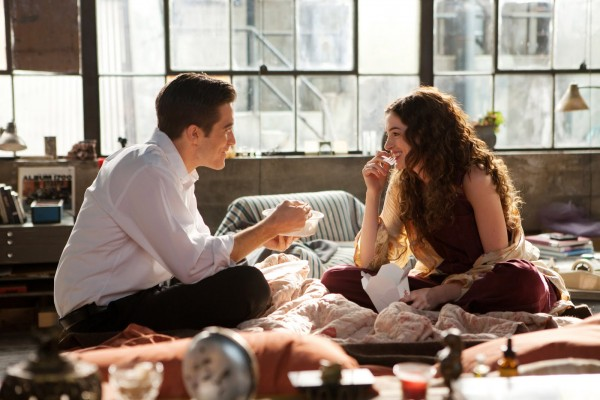 love_and_other_drugs_movie_image_jake_gyllenhaal_anne_hathaway_01