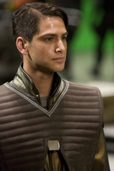luke-pasqualino-battlestar-galactica-blood-and-chrome