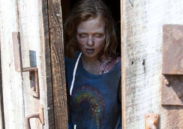 madison-lintz-walking-dead-zombie