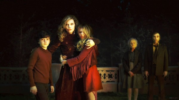 michelle-pfeiffer-dark-shadows-movie-image
