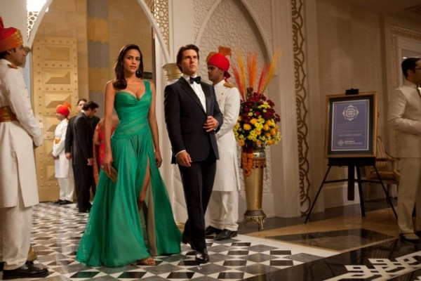 mission-impossible-ghost-protocol-movie-image-tom-cruise-paula-patton-01