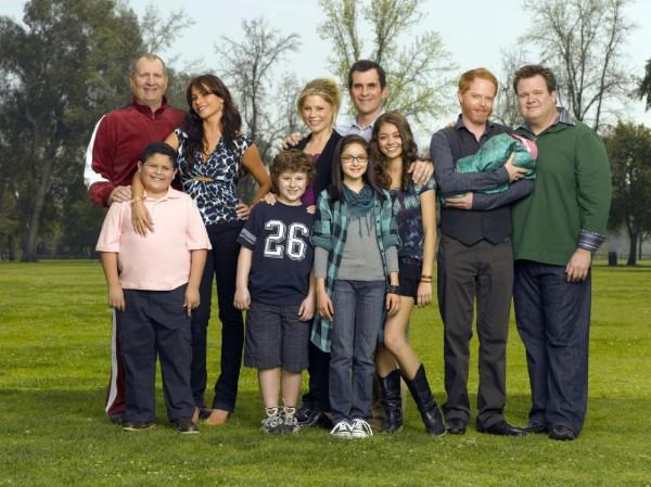 modern-family-cast-image-01