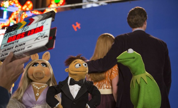 muppets-most-wanted-set-photo-kermit-walter