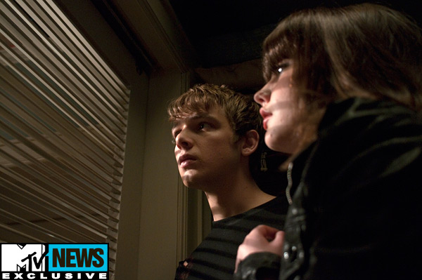 my_soul_to_take_movie_image_max_thieriot_emily_meade_01
