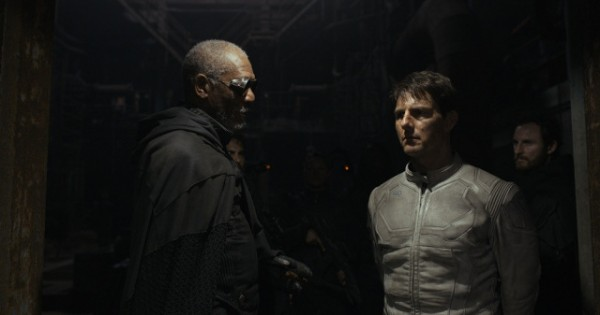 oblivion-morgan-freeman-tom-cruise