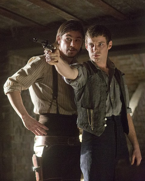 penny-dreadful-possession-josh-hartnett-harry-treadaway