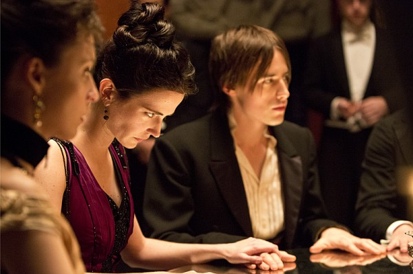 penny-dreadful-seance-eva-green-reeve-carney