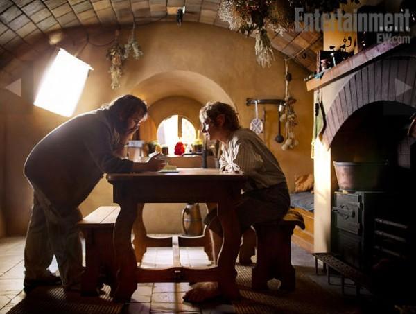 peter-jackson-martin-freeman-the-hobbit-set-image