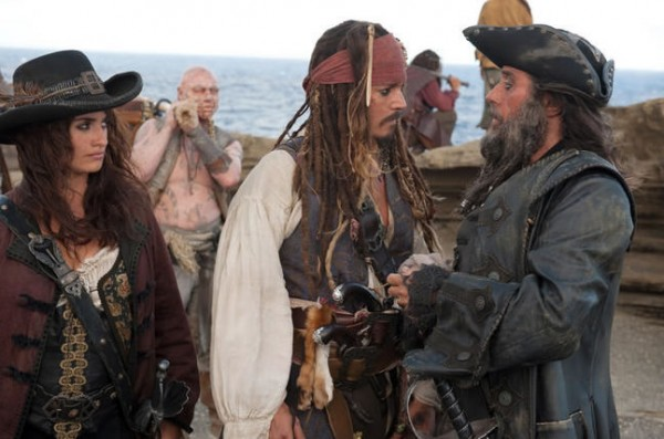 pirates_of_the_caribbean_on_stranger_tides_movie_image_penelope_cruz_johnny_depp_ian_mcshane_01