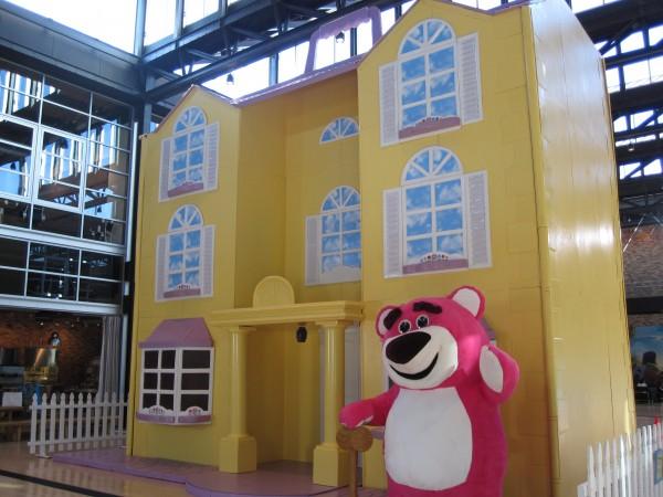 pixar_ken_dreamhouse_exterior_04