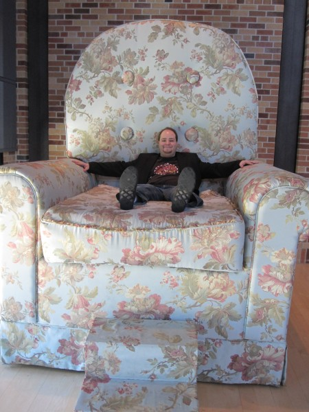 pixar_me_giant_chair_02