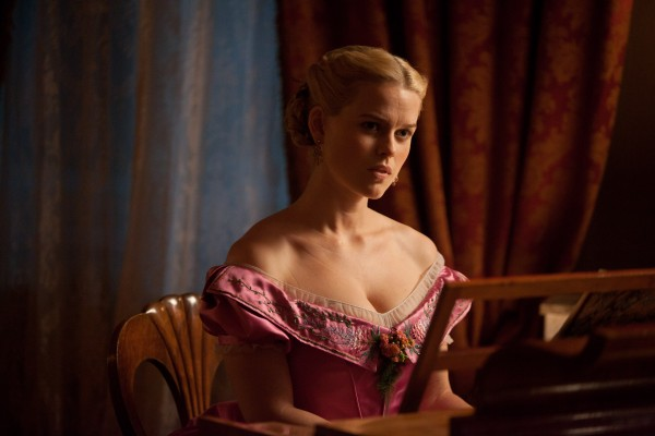 raven-movie-image-alice-eve