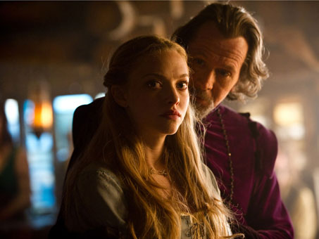 red-riding-hood-amanda-seyfried-gary-oldman-movie-image