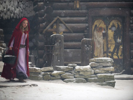 red-riding-hood-amanda-seyfried-movie-image