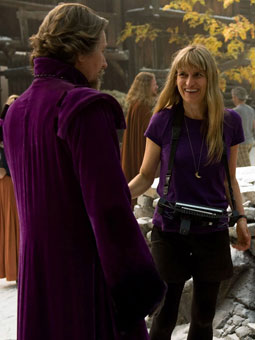 red-riding-hood-catherine-hardwicke-set-image