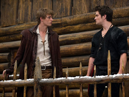 red-riding-hood-max-irons-shiloh-fernandez-movie-image