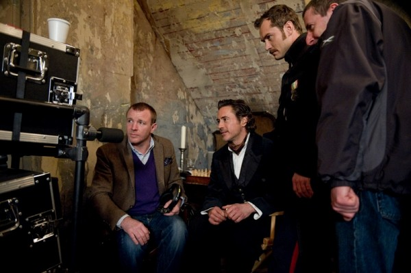 sherlock-holmes-2-ritchie-downey-law-set-photo-01