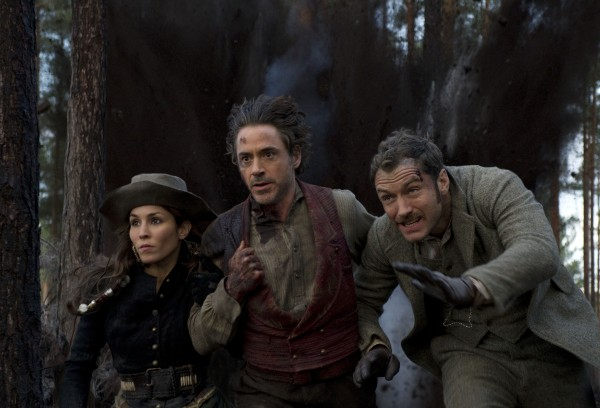 sherlock_holmes_2_movie_image_noomi_rapace_robert_downey_jr_jude_law_01
