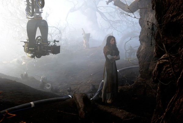 snow-white-and-the-huntsman-kristen-stewart-movie-image-set-photo