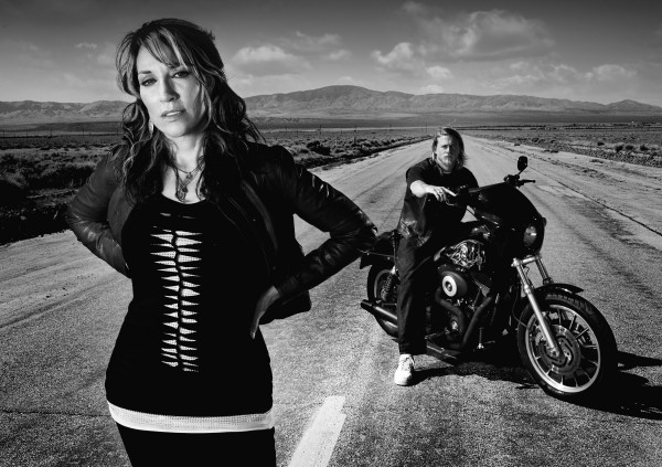 sons-of-anarchy-katey-sagal-charlie-hunnam
