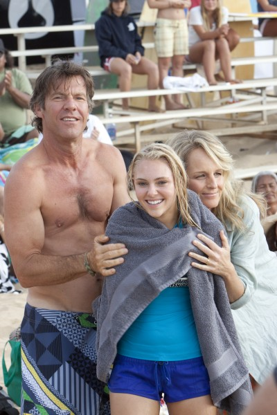 soul_surfer_movie_image_dennis_quaid_annasophia_robb_helen_hunt_01