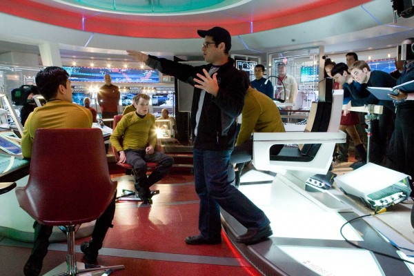 jj-abrams-star-trek-2-sequel-into-the-darkness