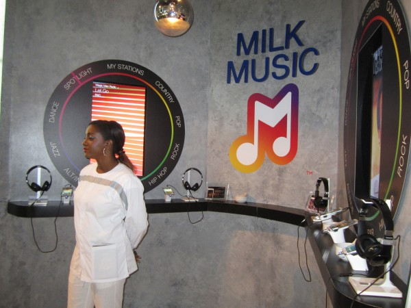 hunger-games-mockingjay-the-capitol-gallery-sdcc-milk-music