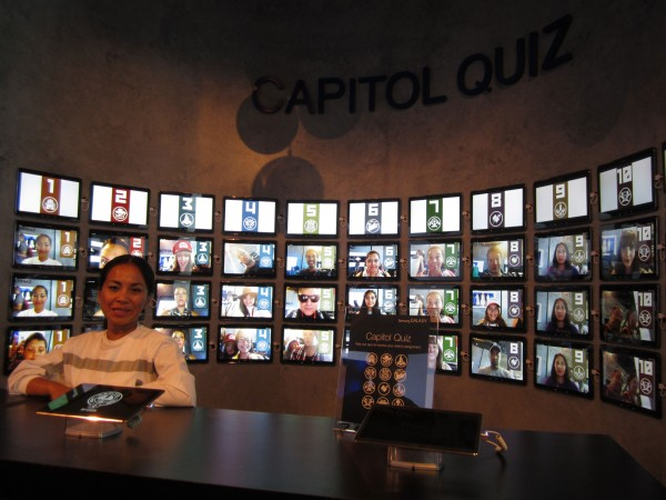 hunger-games-mockingjay-the-capitol-gallery-sdcc-quiz-booth