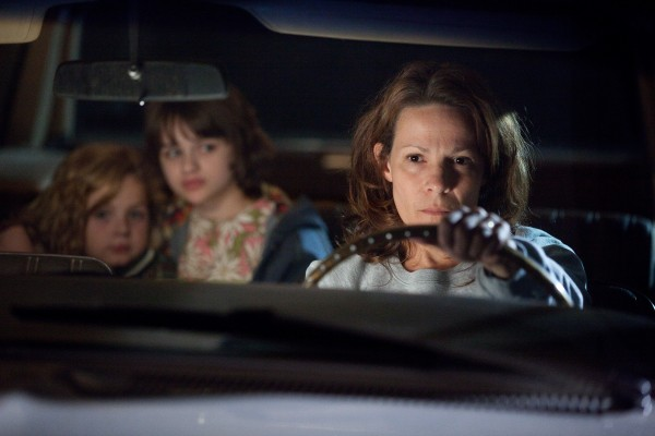 the-conjuring-lili-taylor-joey-king