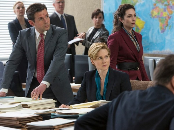 the-fifth-estate-laura-linney