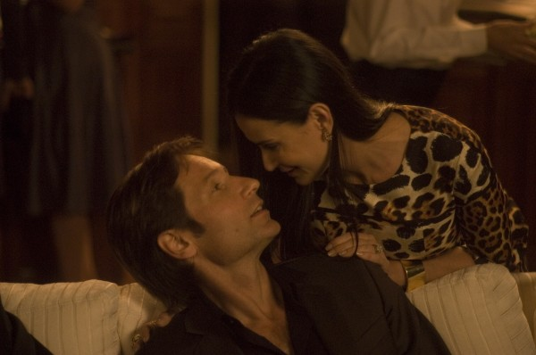 the-joneses-movie-image-david-duchovny-and-demi-moore-4